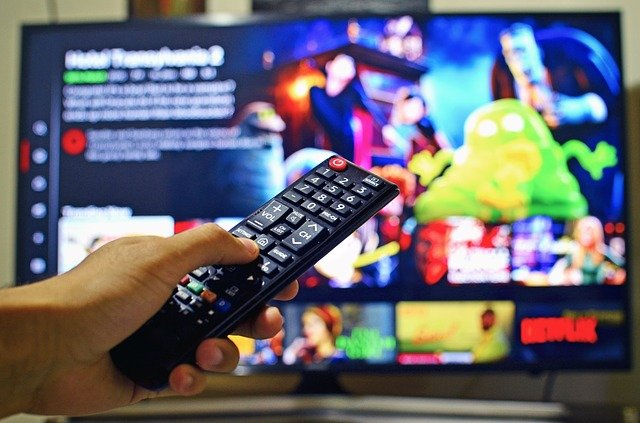 What is the Difference between Curved TV and Falt TV?